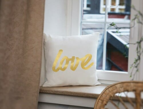 Glänzend: Kissenbezüge mit Goldprint